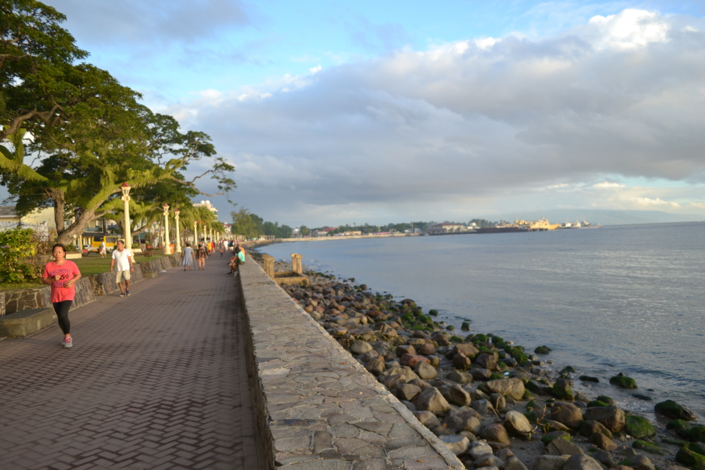 Early morning jogging on the Boulevard